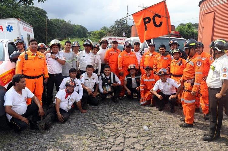 Equipo de Bomberos Voluntarios que realiza la búsqueda. Foto Prensa Libre: Renato Melgar.
