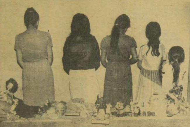 Las cinco víctimas del sujeto, cuando fueron puestas a salvo por la Policía.