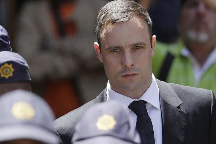 Óscar Pistorius es acusado de haber asesinado a su novia Reeva Steenkamp. (Foto Prensa Libre: AP).