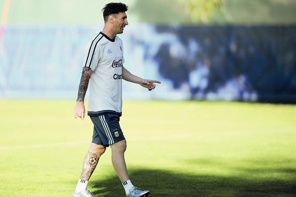 Aunque Lionel Messi se encuentra con la Selección de Argentina la justicia española continúa con la investigación por fraude fiscal. (Foto Prensa Libre: AFP)