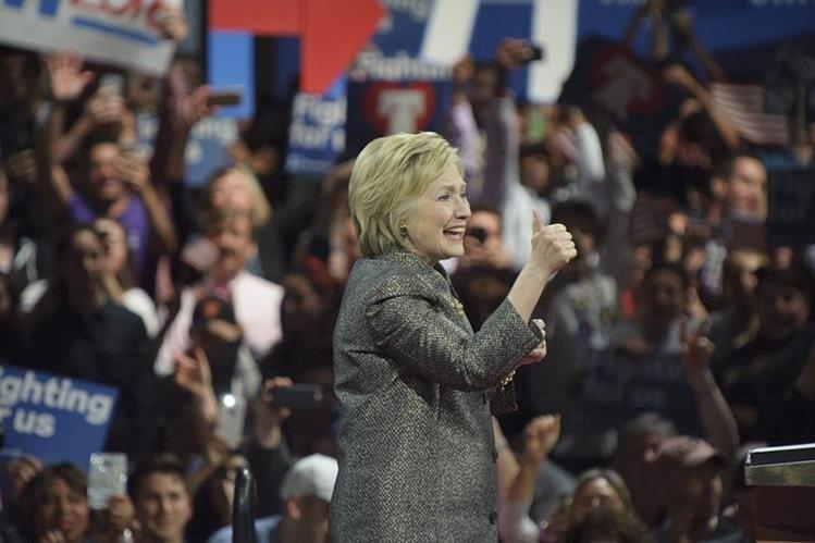 La precandidata demócrata, Hillary Clinton durante un discurso en Filadelfia. (Foto Prensa Libre: EFE).