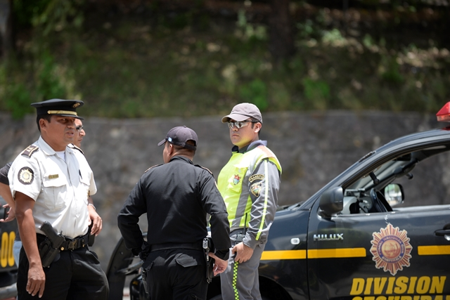 Giovanni Muñoz, agente de la Policía Municipal de Tránsito será condecorado por Álvaro Arzú. (Foto Prensa Libre: Hemoroteca)