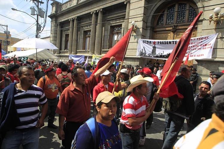 Los manifestantes estarán frente al Congreso durante dos noches. (Foto Prensa libre: Hemeroteca PL)