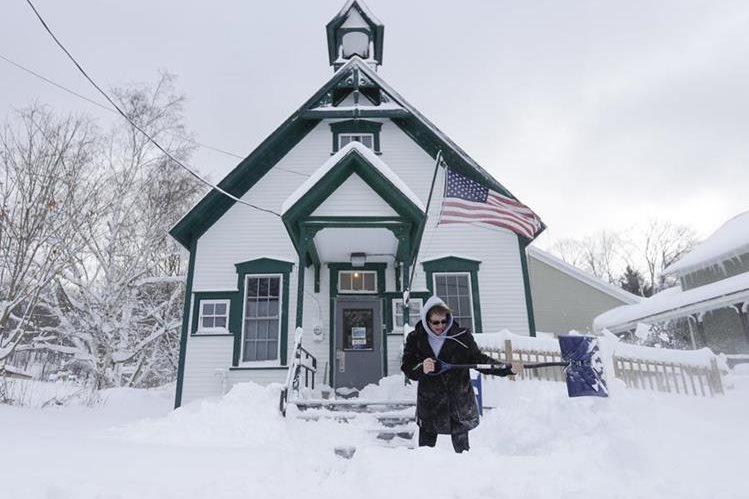 Panorámica de la oficina de correos de EE. UU. en Nueva York donde la tormenta invernal causa problemas. (Foto Prensa Libre: AP).
