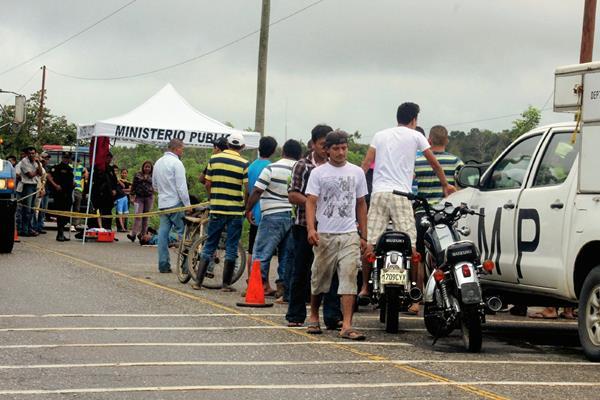 Un hombre murió baleado en el km 268 jurisdicción de la aldea Buenos Aires, Livingston, Izabal. (Foto Prensa Libre: Edwin Perdomo)