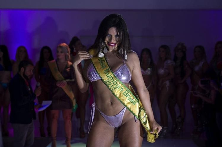 La ganadora del concurso de belleza Miss Bumbum Suzy Cortez representó al Distrito Federal de Brasil. (Foto Prensa Libre: EFE)