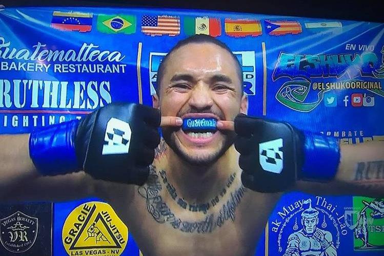El luchador guatemalteco Rudy Morales sufrió en el combate que sostuvo frente al mexicano José Estrada. (Foto Prensa Libre: tomada de redes)