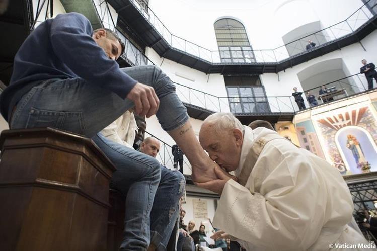 El Papa pidió curas que