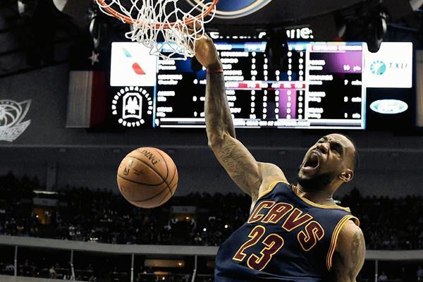 LeBron James encesta durante el partido que enfrentó a los Cavaliers y los Mavericks. (Foto Prensa Libre: EFE)