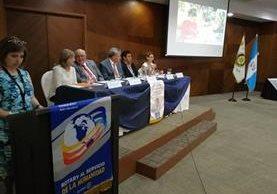 Integrantes de Club brindan conferencia de prensa para informar de sus logros. (Foto Prensa Libre: Oscar García).