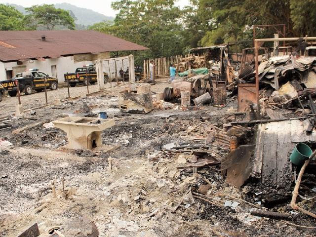 Vecinos de San Pablo quemaron maquinaria de  Hidrosalá, en el 2014.(Foto Prensa Libre: Aroldo Marroquín).