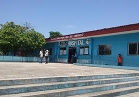 Hospital donde recibieron atención las víctimas del ataque armado en Petén. (Foto Prensa Libre: Rigoberto Escobar).