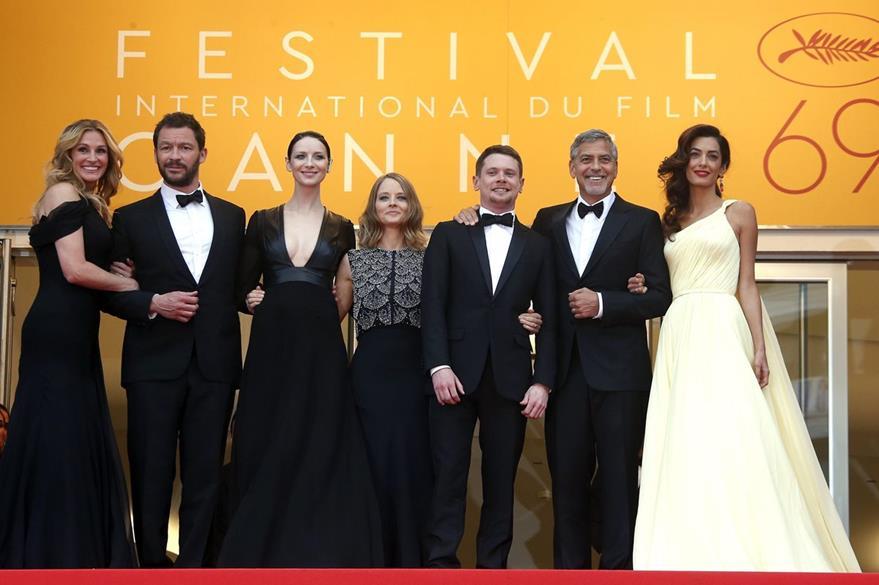 """Protagonistas de """"Money Monster"""", junto a la directora, Jodie Foster, y Amal Clooney (de blanco), esposa de George Clooney."""