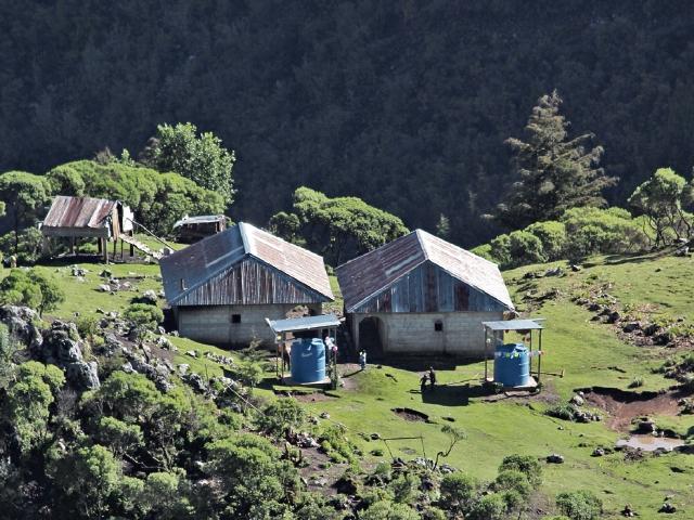 Habitantes de la Sierra de los Cuchumatanes, que viven a más de dos mil 800 metros sobre el nivel del mar, reciben ayuda para el manejo sostenible del agua.