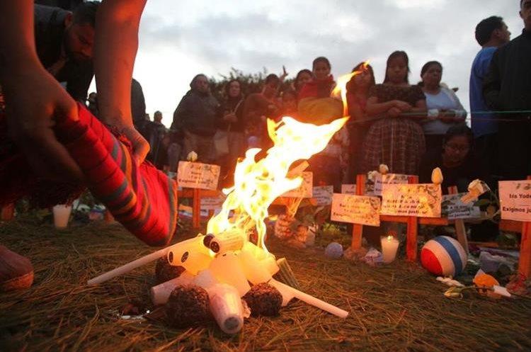 Varios grupos efectúan actos simbólicos en honor a las 40 niñas que murieron quemadas