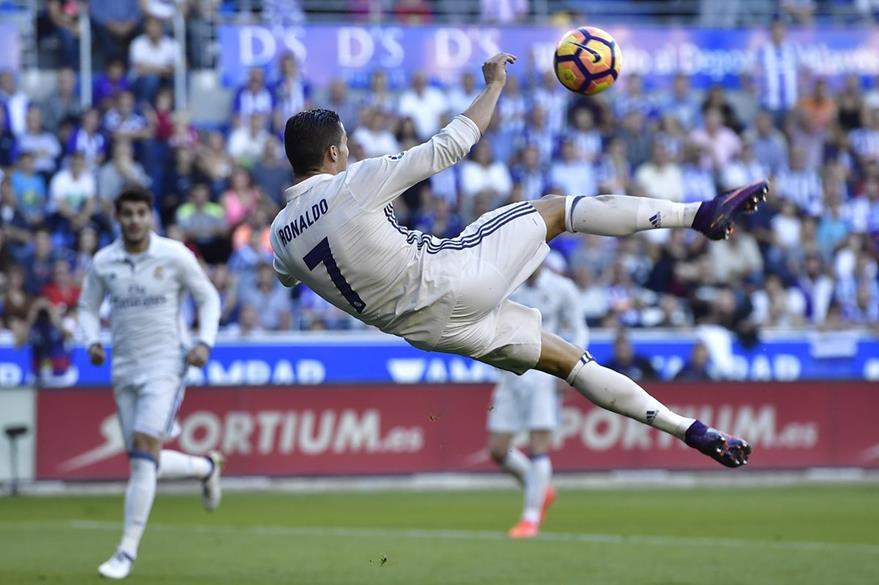Cristiano Ronaldo es el jugador que todos los aficionados blancos esperan que renueve. (Foto Prensa Libre: AP)