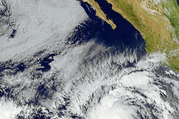 El huracán Andrés se fortalece en el Pacífico, lejos de la costa mexicana.
