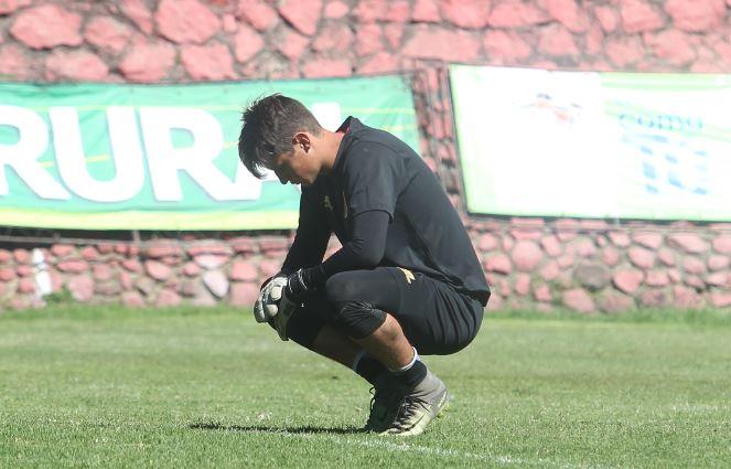 Nicholas HAgen experimentó momentos amargos en el entrenamiento escarlata, después de haberse enterado de la titularidad de Paulo Motta. (Foto Prensa Libre: Jorge Ovalle)