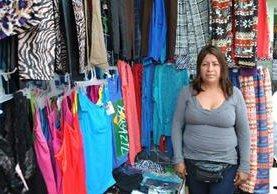 La comerciante Deli Yojana Ruiz se siente orgullosa de mantener a sus dos hijas.