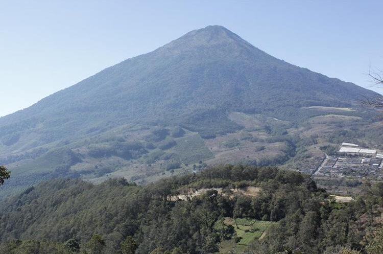 El volcán Acatenango es uno de los más frecuentado por los escaladores. (Foto Prensa Libre: Víctor Chamalé)