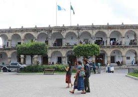 Funcionarios de la Municipalidad de Antigua Guatemala fueron sancionados por baja ejecución del presupuesto. (Foto Prensa Libre: Julio Sicán)