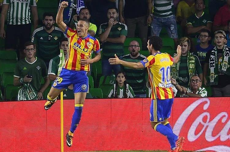 Rodri celebra después de anotar uno de los seis goles que consiguió el Valencia. (Foto Prensa Libre: AFP)