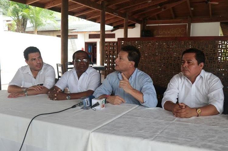 Representantes de distintas dependencias participaron en la reunión.(Prensa Libre: Dony Stewart)