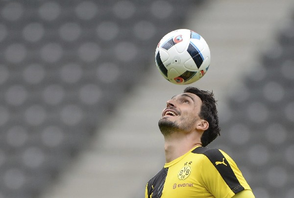 Mats Hummels firma con el Bayern Múnich y deja al Borussia Dortmund en la Bundesliga. (Foto Prensa Libre: EFE)