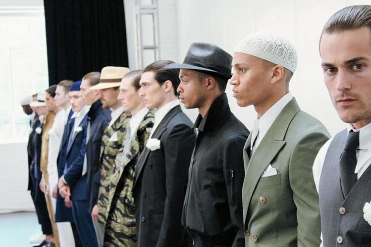 Modelos lucen las creaciones de Eponymous, durante la Semana de la Moda de Nueva York. Foto Prensa Libre Agencia EFE)
