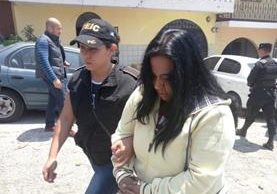Magnolia Yesenia López Castro, enfermera del Hospital San Juan de Dios, está sindicada por extorsión, habría colaborado con el Barrio 18. (Foto Prensa Libre. cortesía PNC)