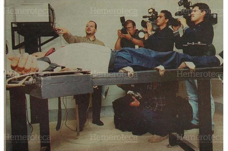 Muestran el funcionamiento del modulo letal para ejecutar la pena de muerte el 7/6/2000. (Foto: Hemeroteca PL)