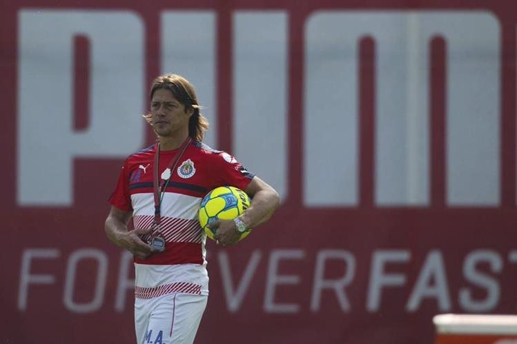 Almeyda espera guiar a la victoria a Chivas sobre Toluca. (Foto Prensa Libre: Twitter Chivas)