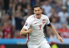 Lewandowski abrió el marcador en Marsella para los polaco e hizo historia. (Foto Prensa Libre: AP)