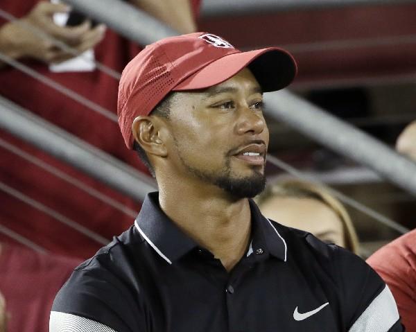 El golfista estadounidense, Tiger Woods aún no sabe cuándo regresará a la máxima competencia. (Foto Prensa Libre: AP)