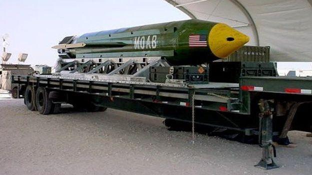 La MOAB forma parte del arsenal de la Fuerza Aérea de Estados Unidos pero nunca había sido lanzada a un objetivo militar. AFP/FUERZA AÉREA DE EE. UU.