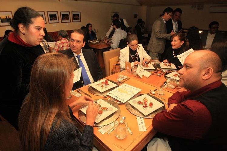 La Cena Global para una Alimentación Sostenible se llevó a cabo el miércoles por la noche en varios países de manera simultánea. (Fotos Prensa Libre, Estuardo Paredes)