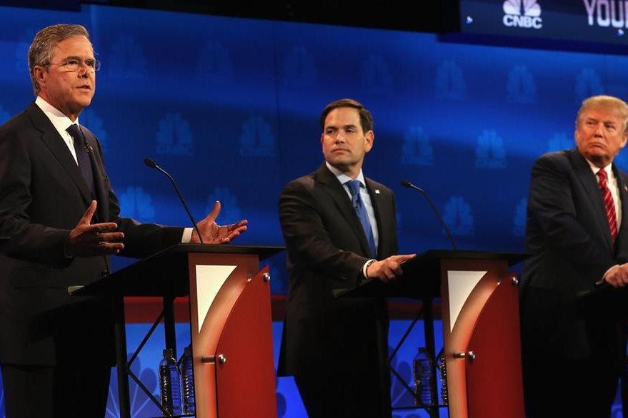 Jeb Bush, primero de izquierda,Marco Rubio, centro y Donald Trump, tercero de la derecha, durante el reciente debate presidencial republicano.