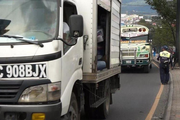 Ley busca regular la velocidad en transporte colectivo y/o de carga. (Foto Prensa Libre: Hemeroteca PL)