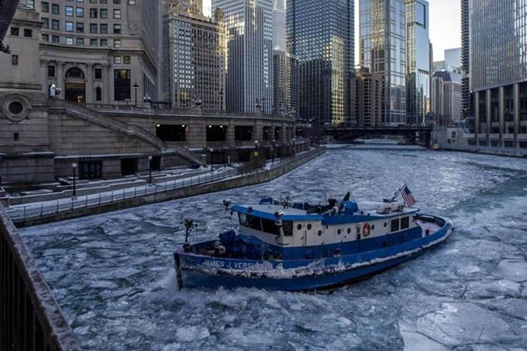 Continúan las cancelaciones de vuelos hacia EEUU por tormenta de nieve