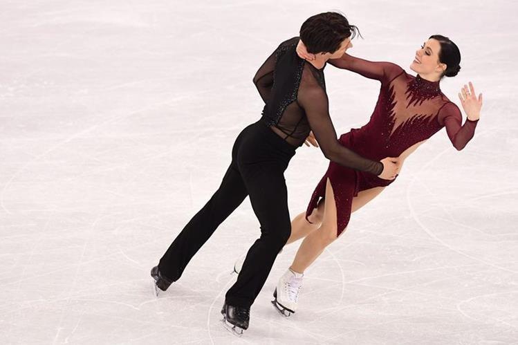 Tessa Virtue y Scott Moir durante su rutina en los Juegos Olímpicos de invierno. (Foto Prensa Libre: AFP)