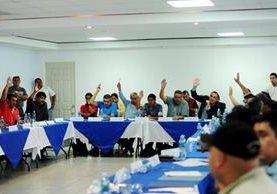 La mayoría de asambleístas volvió a votar en contra de la ampliación del mandato del Comité de Regularización en la Fedefut (Foto Prensa Libre: Edwin Fjardo)