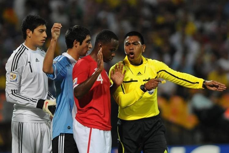 La experiencia de Wálter López es tomado en cuenta por las altas autoridades del futbol. (Foto Prensa Libre: Hemeroteca PL)