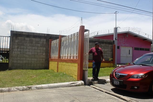 Colonia La Isla, en la zona 8 de Mixco. (Foto Prensa Libre: Oscar Felipe Q.)