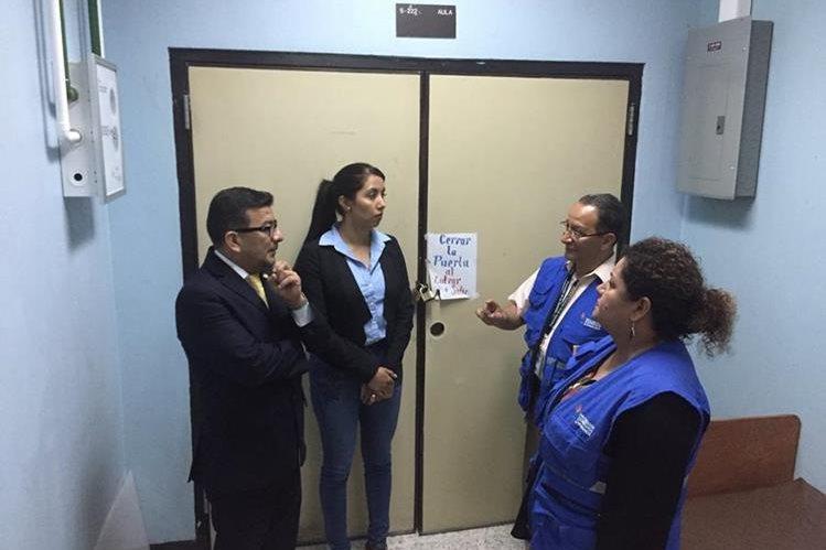 Área del intensivo para adultos está cerrada por falta de equipo para su funcionamiento. (Foto Prensa Libre: Eduardo González)