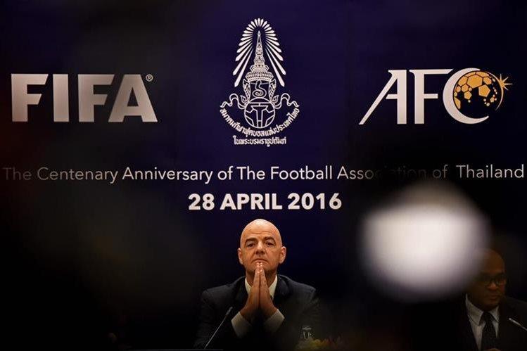 El presidente de la Fifa, Gianni Infantino sustituyó a Blatter al frente del ente del futbol nacional. (Foto Prensa Libre: AFP)