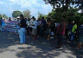 Conductores de transporte pesado protestan en la frontera de Tecún Umán, San Marcos. (Foto Prensa Libre: Alexánder Coyoy).
