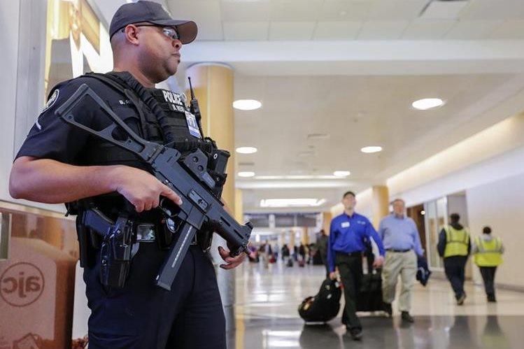La Policía de EE. UU. extrema medidas de seguridad. (Foto Prensa Libre:EFE)