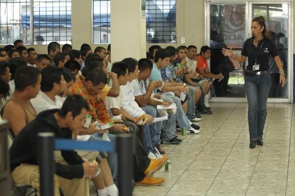 El gobierno guatemalteco, además de la gestión por el TPS, ha solicitado a Estados Unidos detener las deportaciones de connacionales desde ese país.
