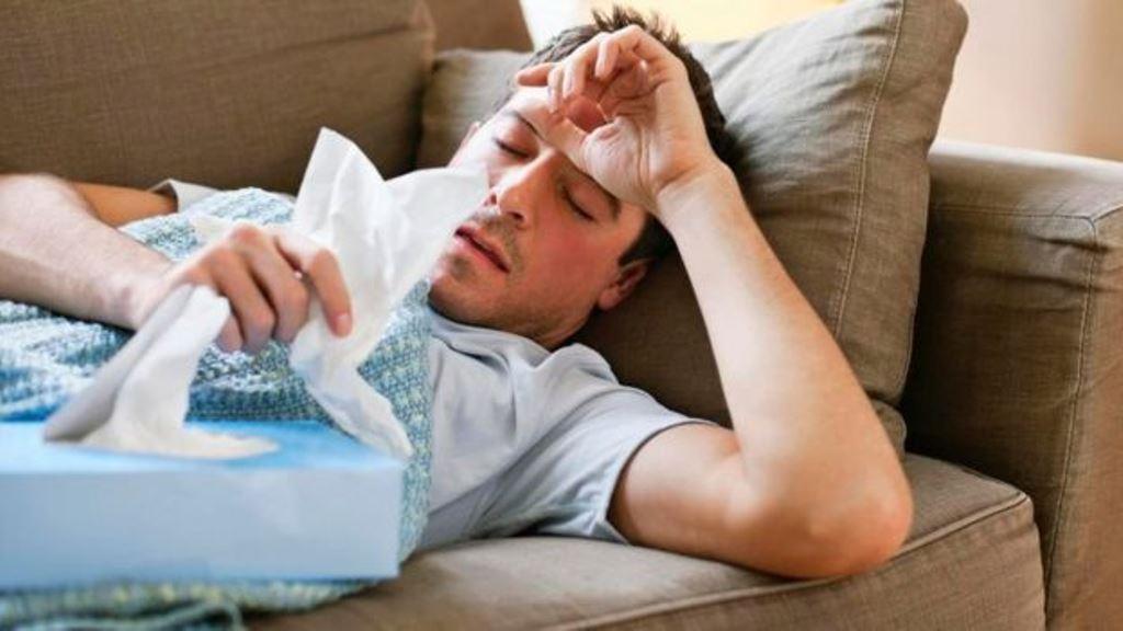 ¿Cuándo se está lo suficientemente mal como para quedarse en casa? Parece una pregunta tonta, pero en realidad tienen muchos matices. (ISTOCK)