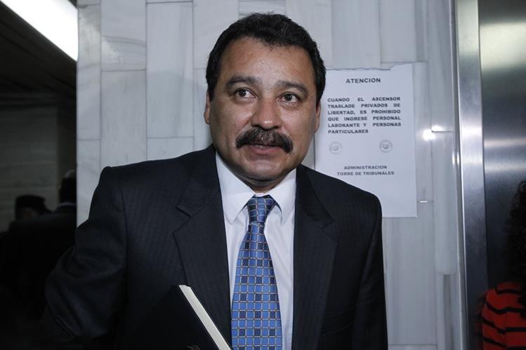 César Saúl Calderón de León, asesora en el ámbito jurídico al Presidente en el proceso de antejuicio en su contra. (Foto Prensa Libre: Paulo Raquec)